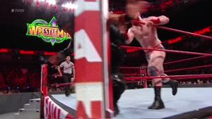 مسابقه کشتی کج بین رومن رگینس و شی مس Roman Reigns vs. Sheamus