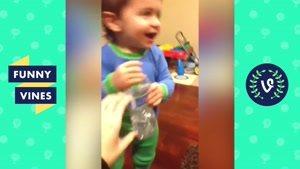 کلیپ خنده دار از بچه کوچیک ها