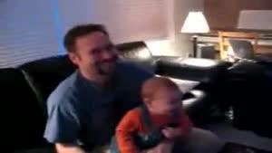 خندیدن کودک بسیار جالب
