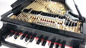 پیانوی اسباب بازی ساخته شده با لگو که می تواند بنوازد