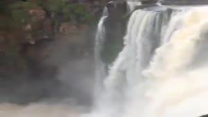 آبشار خیلی زیبا