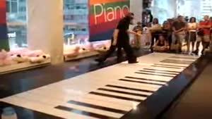 پیانو زدن