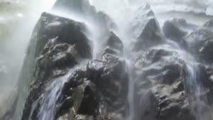 نمای داخلی آبشار يخي خور
