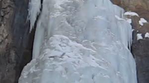 نمای بیرونی آبشار یخی خور