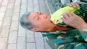 خربزه خوردن مرد چینی
