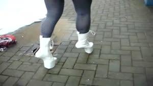 ;کی میتونه اینجوری راه بره!!!