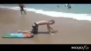 کلیپ خنده دار شیرجه بر شن های ساحل