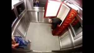 زامبی در آسانسور