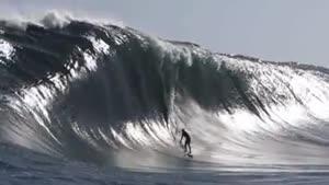 موج سواری زیر موج های عظیم