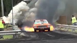 ماشین قدیمی توربو آتشین