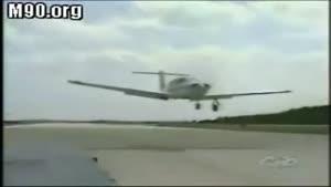 درآوردن چرخ هواپیما بوسیله اتومبیل
