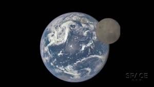 تایم لپس گذر ماه از مقابل زمین