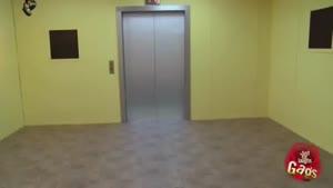 دوربین مخفی مرد نابینا در آسانسور
