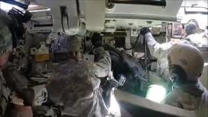 داخل یک تانک آمریکایی در حال شلیک از نمای نزدیک