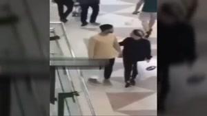 مهدی طارمی و سحر قریشی دست در دست هم در قطر در حال قدم زدن