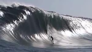 صحنه آهسته یک موج بزرگ
