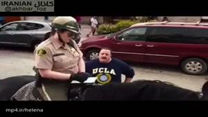 جریمه نوشتن یک پلیس با اسب 😨 خیلی جالبه 🙈