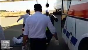 انتقال مصدومین زلزله به بیمارستانهای استانهای همجوار با هواپیما توسط عوامل اورژانس ۱۱۵