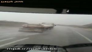 راننده ای در حال گرفتن گزارش بارش جنوب تو جاده بوده که ناگهان با همچنین صحنه ای روبرو میشه!