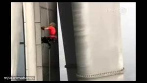 صعود مرد عنکبوتی فرانسوی از بلندترین برج فولادین جهان