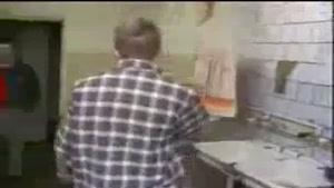 دوربین مخفی در آشپزخانه