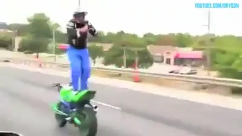 حرکات نمایشی در موتور سواری