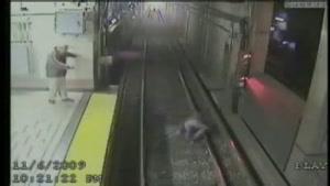 زن مست در مترو