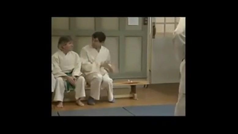 مستر بین کاراته باز