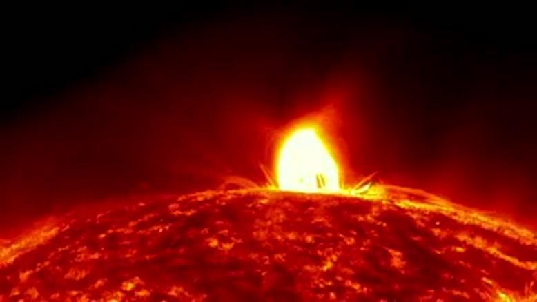 انفجارات سطح خورشید