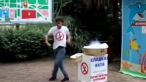 رقص مایکل جکسونی پشمک فروش
