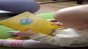کتاب خوندن بچه