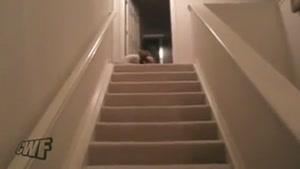 پایین اومدن بامزه بچه از پله