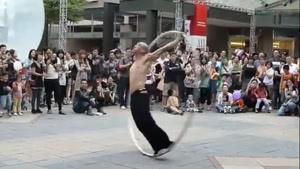 حرکات نمایشی در خیابان