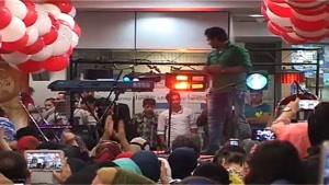 خواننده اهنگ های شاد ایرانی امیدجهان درمجتمع پردیس