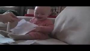 ویدیو جالب از خنده کودک.حتما ببینید.