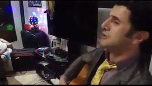گیتار زدن امین حیایی و خوندن آهنگ سکوت از حمیرا