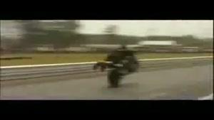 حرکات نمایشی و جالب با موتور سیکلت