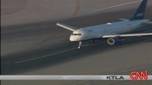به چرخ جلو این هواپیما دقت کنین