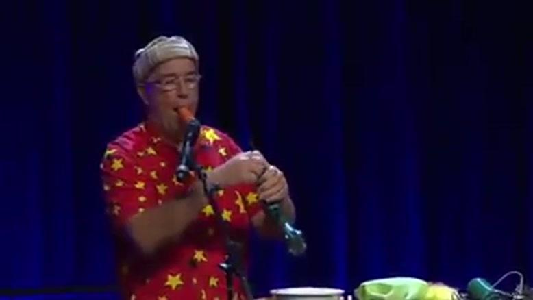 نواختن ساز با هویج