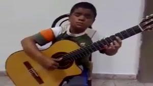 چه گیتاری میزنه