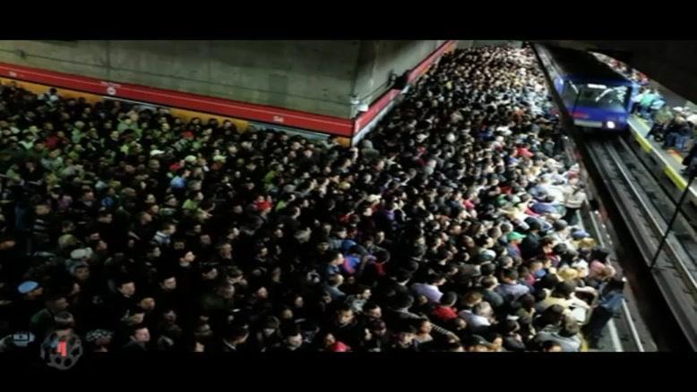 ویولون نوازی در مترو