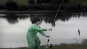 فرار پسر بچه از ماهی