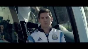 تبلیغ شرکت آدیداس برای فوتبال.