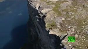 پرت شدن ژیمناستیک کار از بالای کوه