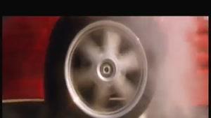 جدال موتور و ماشین در جاده
