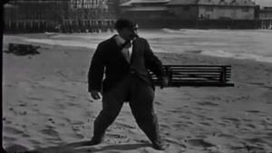 طنز زیبا و قدیمی چارلی چاپلین - اسکله