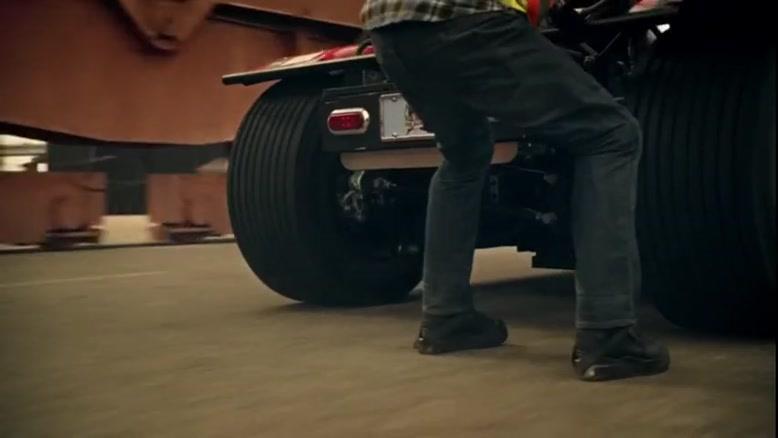 دریفت زیبا Nissan با کامیون - مایک رین