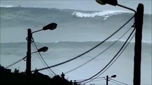 موج خیلی بزرگ و موج سواری !