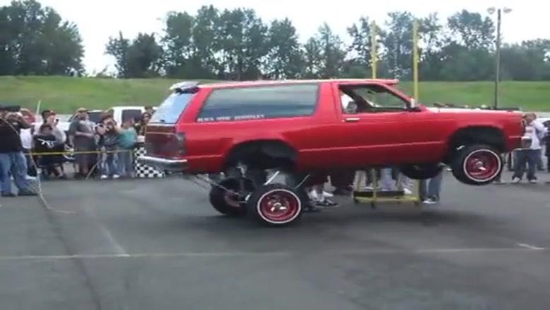مسابقه ی رقص ماشین (Dance car) رکورد ارتفاع