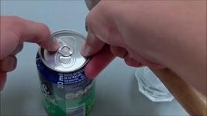 ترفند خالی کردن نوشابه بدون اسیب به قوطی